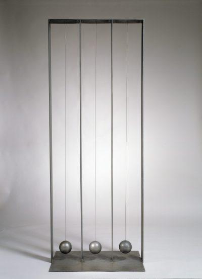 Scultura A (I pendoli) / Sculpture A (The Pendulums)
